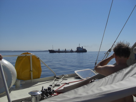 033A-Frachter-voraus-Kollisionskurs