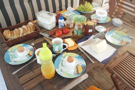 Bordfrühstück auf VAVA-U