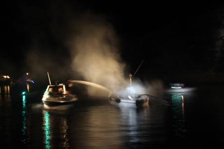 brennendes Schiff in Mirsini