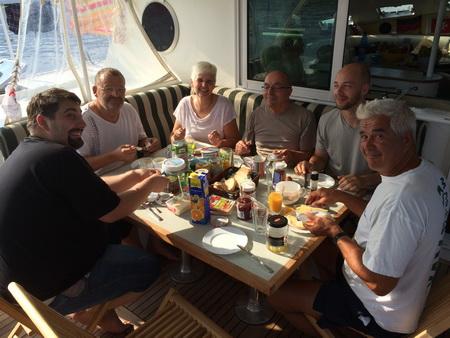 Frühstück bei Sonne auf VAVA-U