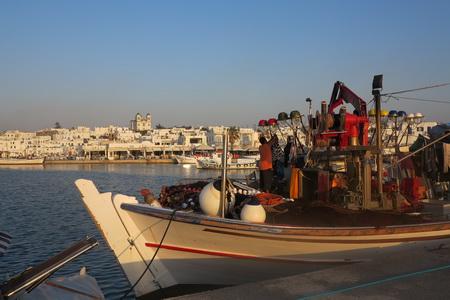 Fischkutter im Hafen von Naousa