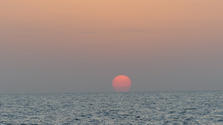 Sonnenaufgang vor Sizilien