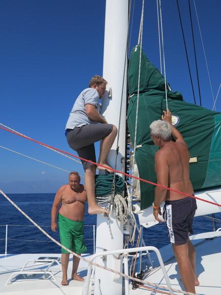 Auf See Symi nach Tilos am Mast