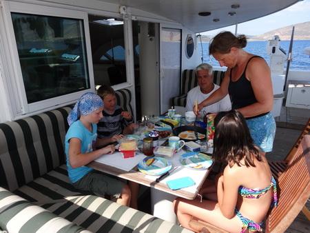 Bordfrühstück auf See