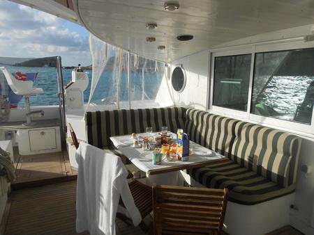 Frühstück bei Sonne in der Blue Lagoon