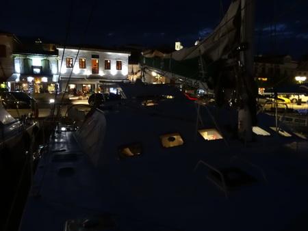 Galaxidi-Hafen bei Nacht