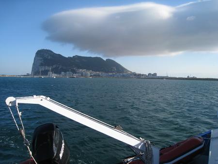 Gibraltar mit Ostwind achteraus