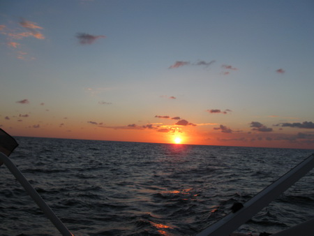 Wir segeln in die Nacht